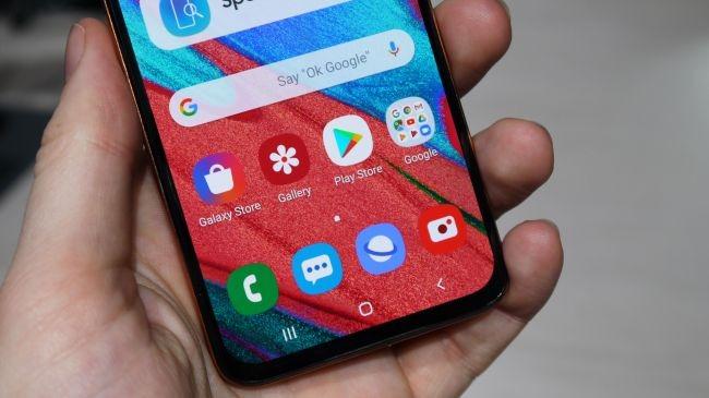 بررسی تخصصی گوشی Galaxy A40 9