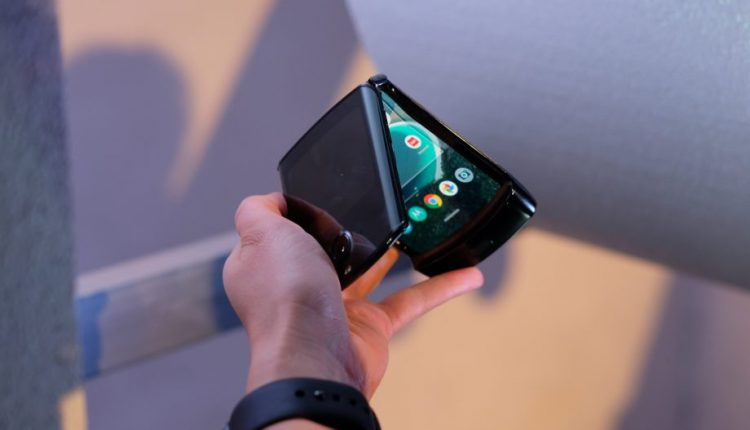 نقد و بررسی تخصصی مشخصات فنی گوشی Motorola Razr 2019