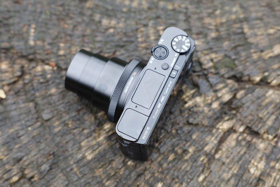 بررسی مشخصات فنی دوربین سونی RX100 VII